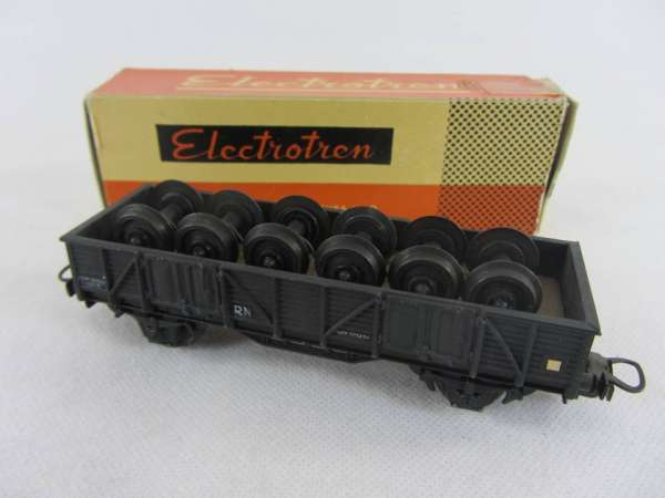 Electrotren offener Güterwagen mit Achsen beladen, sehr alt mit Originalverp.