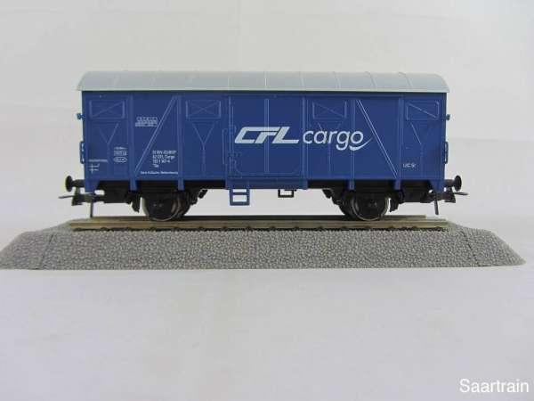 Basis ROCO Tonnendach Güterwagen blau mit Beschriftung CFL Cargo mit Verp.