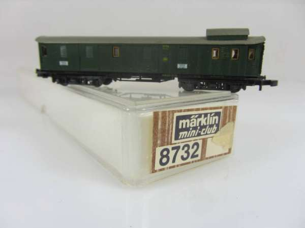 Märklin 8732 Gepäckwagen grün der DR 4-achsig sehr gut mit Originalverpackung