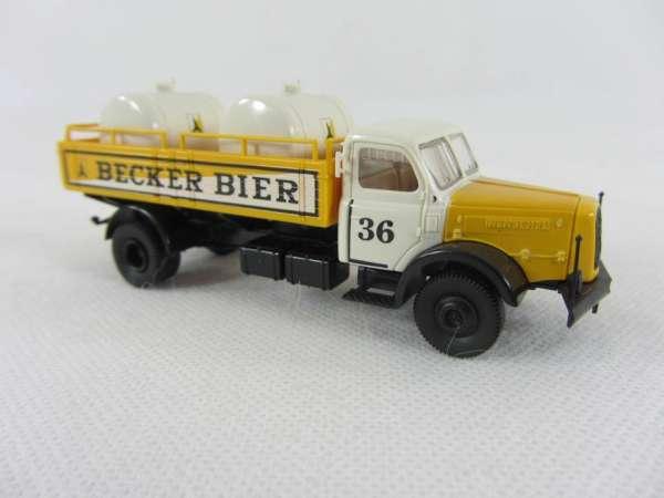 Brekina 1:87 Henschel Becker Bier mit Fässern Nr. 36