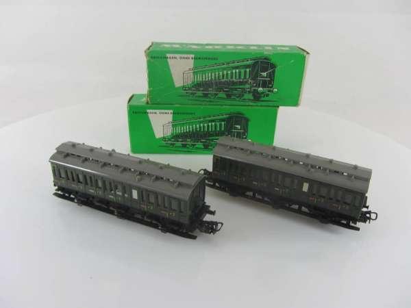 Märklin 4005 und 4004 3-achsiges Abteilwagen Set in grün gebraucht mit OVP